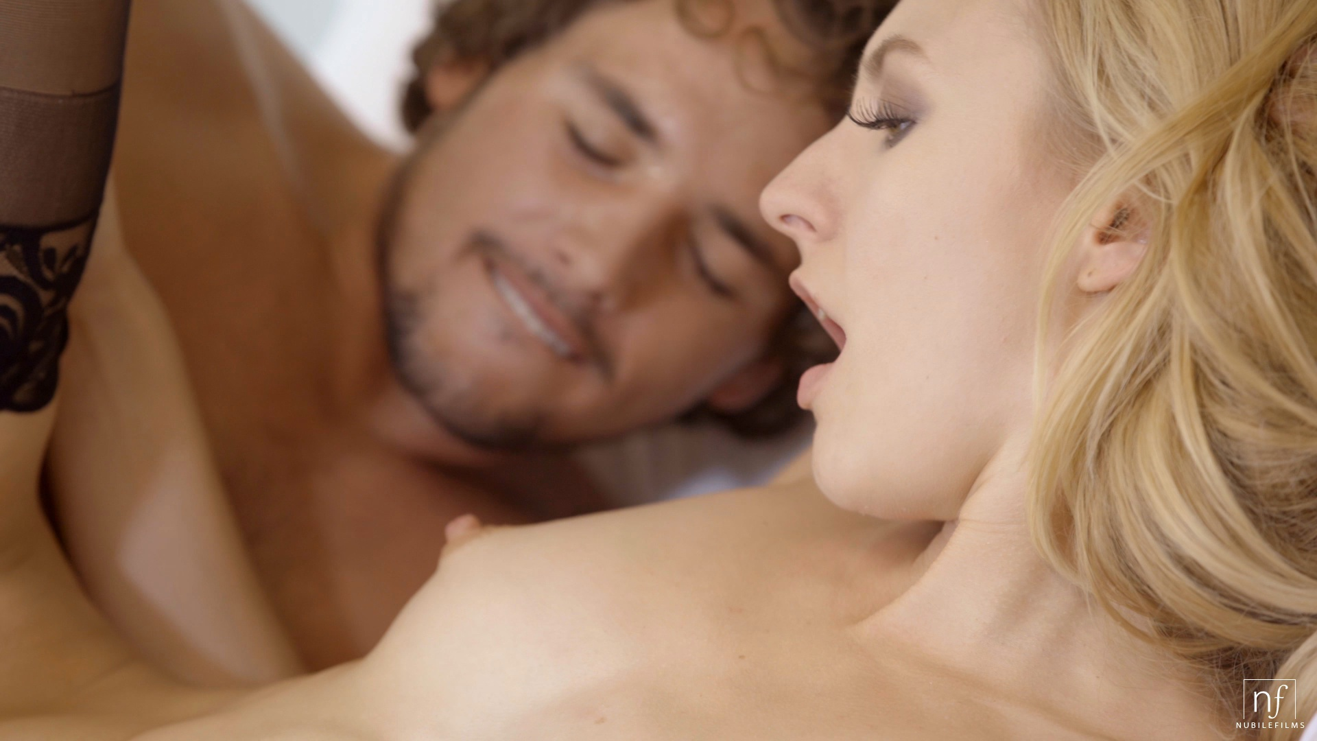 Blonde hottie Alexa wakes up lover to fuck first thing in the morning in HD