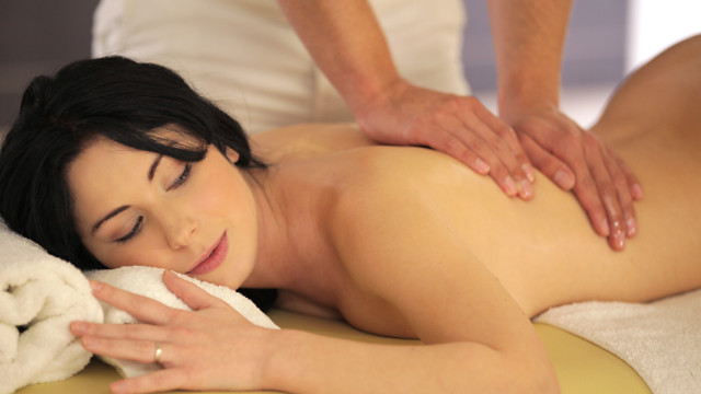 Hot Oil Massage - S15:E22